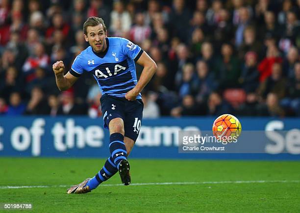Harry Kane of Tottenham Hotspur socres their first goal during the Barclays Premier League match between Southampton and Tottenham Hotspur at St...