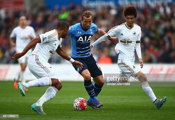 Harry Kane of Tottenham Hotspur takes on Ashley Williams of Swansea City and Ki SungYeung of Swansea City during the Barclays Premier League match...