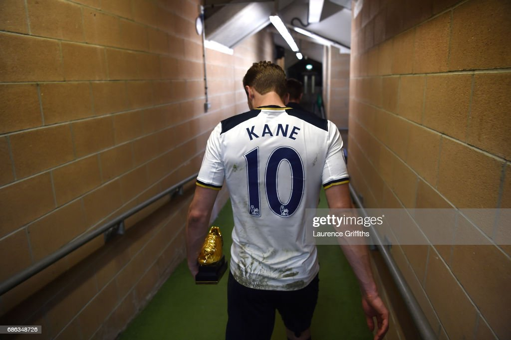 Harry Kane of Tottenham Hotspur walks to the dressing rooms with the Premier League Golden Boot award after the Premier League match between Hull City and Tottenham Hotspur at KC Stadium on May 21, 2017 in Hull, England.