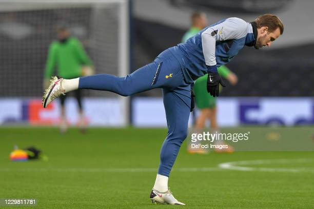 Harry Kane of Tottenham Hotspur warms up prior to the UEFA Europa League Group J stage match between Tottenham Hotspur and PFC Ludogorets Razgrad at...