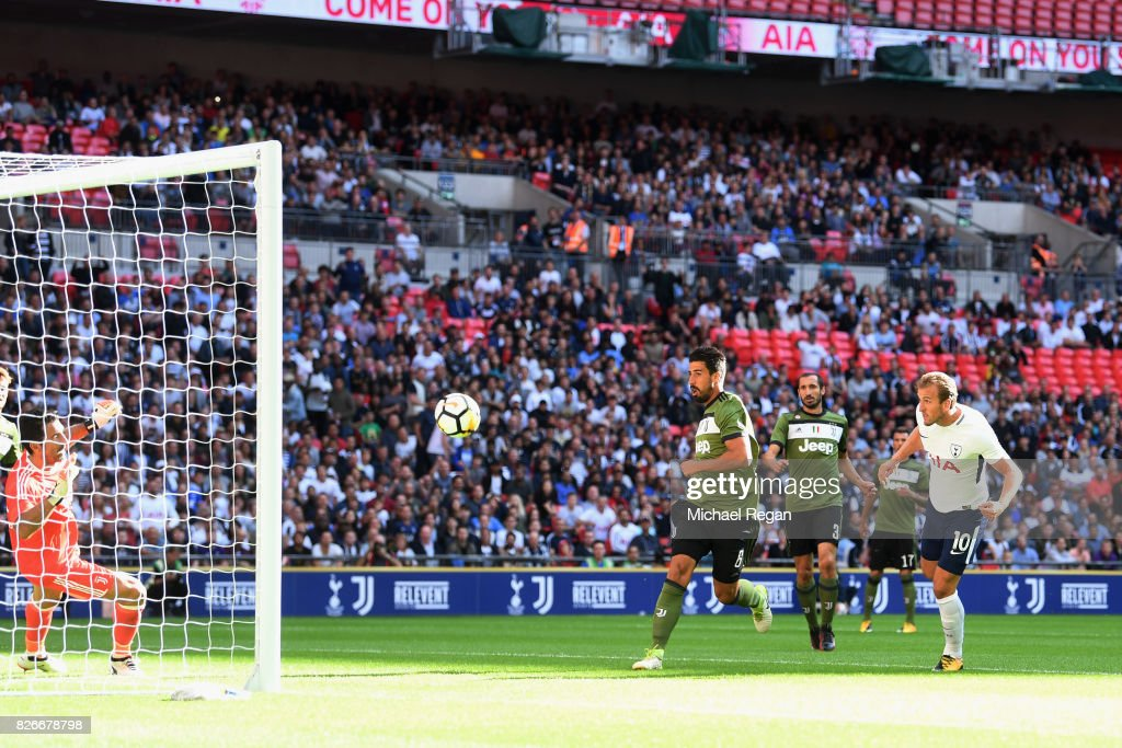 Harry Kane of Tottenham scores to make it 1-0 during the pre-season match between Tottenham Hotspur and Juventus at Wembley Stadium on August 5, 2017 in London, England.
