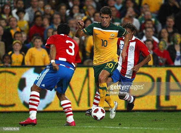 Harry Kewell of Australia pushes forward during the friendly match between the Australian Socceroos and Paraguay at the Sydney Football Stadium on...