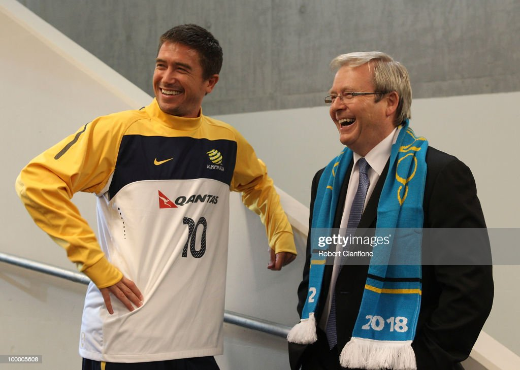Harry Kewell of Australia talks with the Australian Prime Minister Kevin Rudd and prior to an Australian Socceroos training session at AAMI Park on May 20, 2010 in Melbourne, Australia.