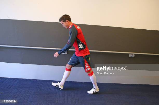 Harry Kewell of the Heart walks up the players tunnel as he arrives at a Melbourne Heart ALeague training session at AAMI Park on July 3 2013 in...