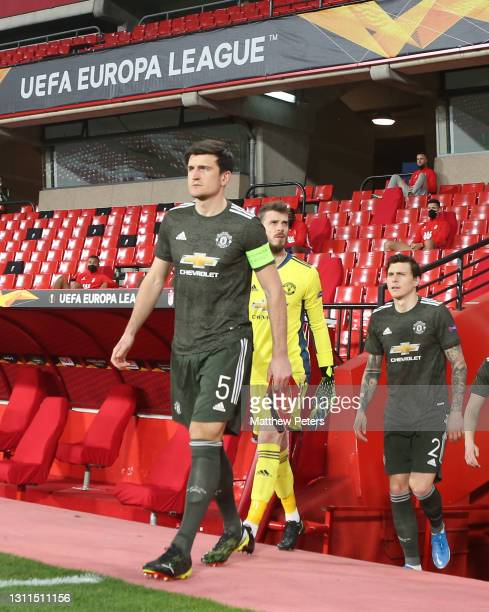 Harry Maguire and David de Gea of Manchester United walk out ahead of the UEFA Europa League Quarter Final First Leg match between Granada CF and...