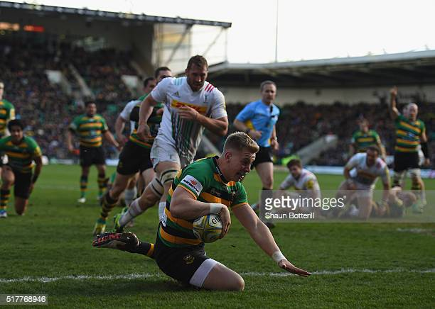 Harry Mallinder of Northampton Saints scores a try during the Aviva Premiership match between Northampton Saints and Harlequins at Franklin's Gardens...