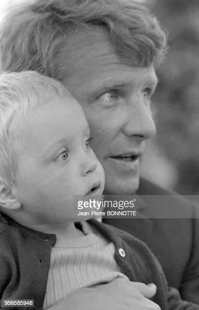 Harry Meyen époux de Romy Schneider et leur fils David en septembre 1968 à SaintTropez France