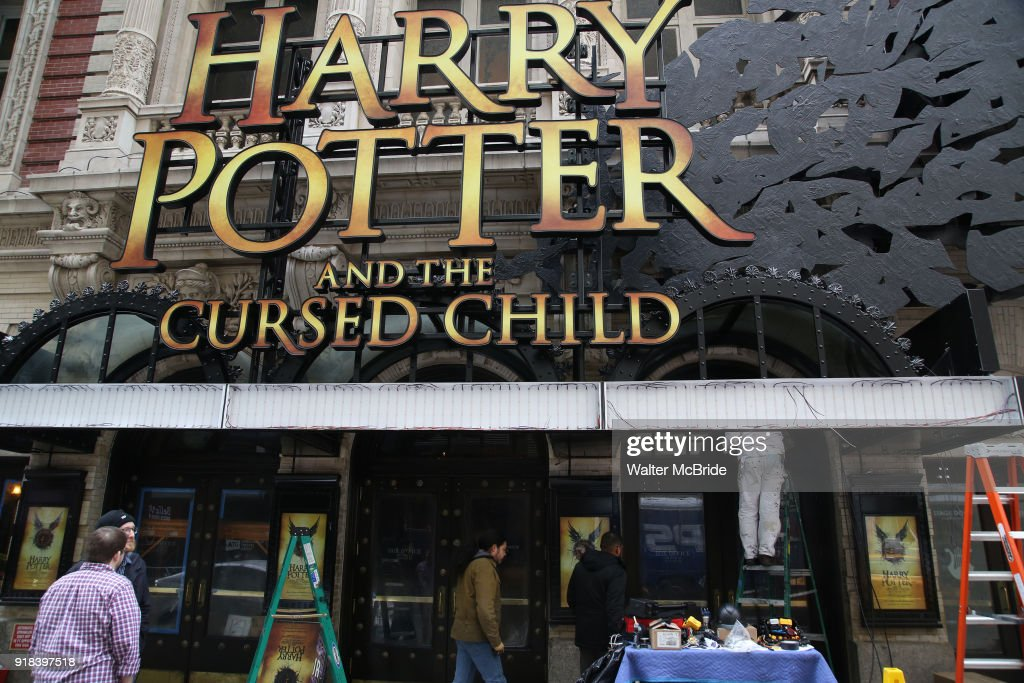 Lyric lyric theatre nyc : harry-potter-and-the-cursed-child-theatre -marquee-installation-on-14-picture-id918397518