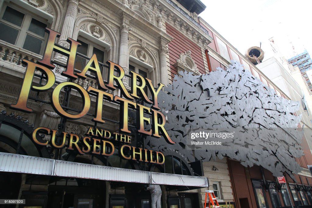 Lyric lyric theatre nyc : harry-potter-and-the-cursed-child-theatre -marquee-installation-on-14-picture-id918397520