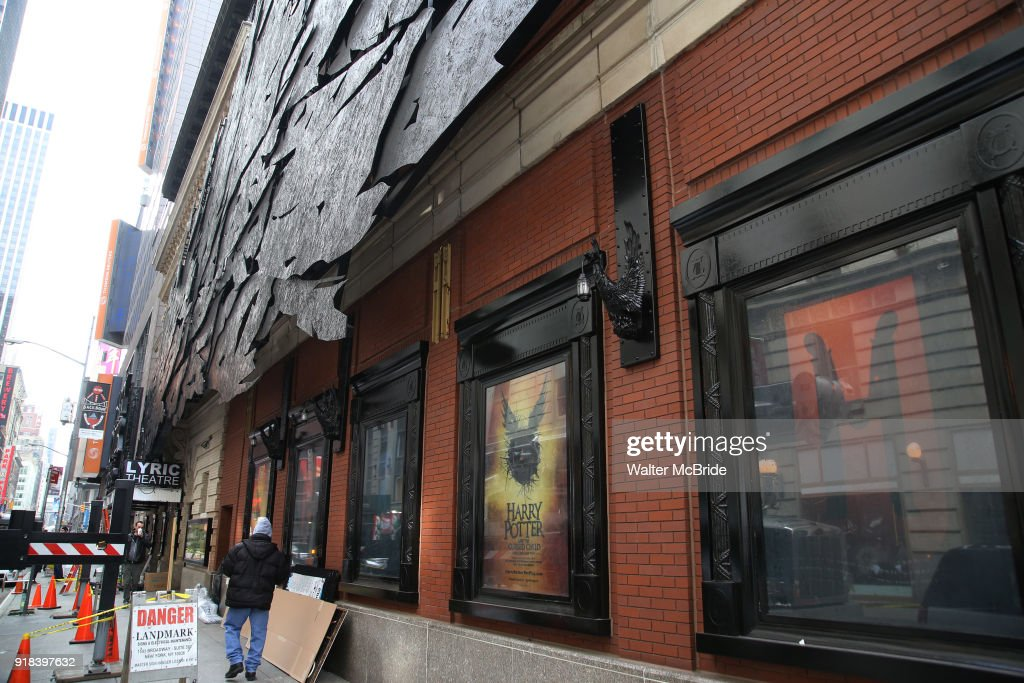 Lyric lyric theatre nyc : harry-potter-and-the-cursed-child-theatre -marquee-installation-on-14-picture-id918397632