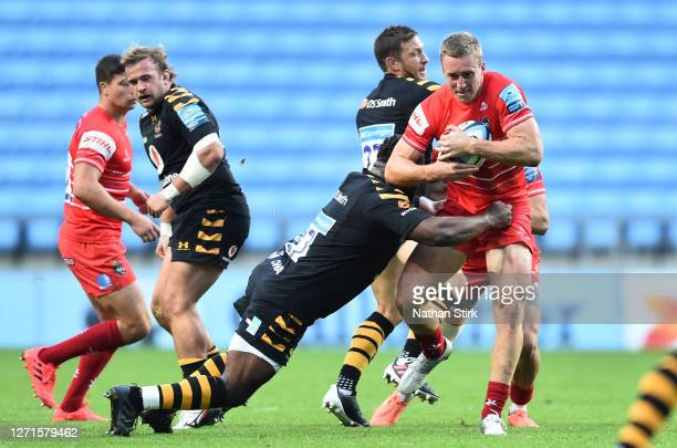 Harry Potter of Leicester Tigers drives with the ball during the Gallagher Premiership Rugby match between Wasps and Leicester Tigers at Ricoh Arena...