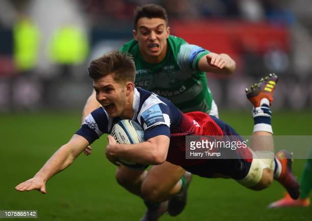 Harry Randall of Bristol Bears dives over to score his sides first try during the Gallagher Premiership Rugby match between Bristol Bears and...