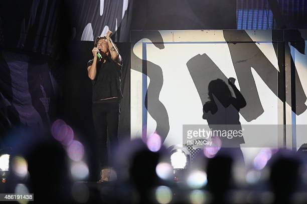 Harry Stiles of the band One Direction performs at Lincoln Financial Field September 1 2015 in Philadelphia Pennsylvania