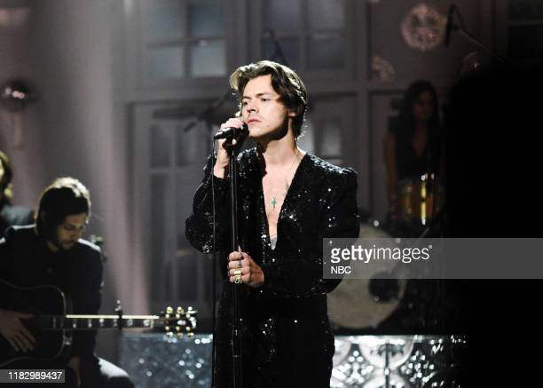 """Harry Styles"""" Episode 1773 -- Pictured: Musical Guest Harry Styles performs """"Lights Up"""" on Saturday, November 16, 2019 --"""
