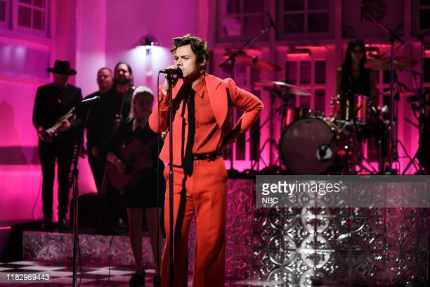 """Harry Styles"""" Episode 1773 -- Pictured: Musical Guest Harry Styles performs """"Watermelon Sugar"""" on Saturday, November 16, 2019 --"""