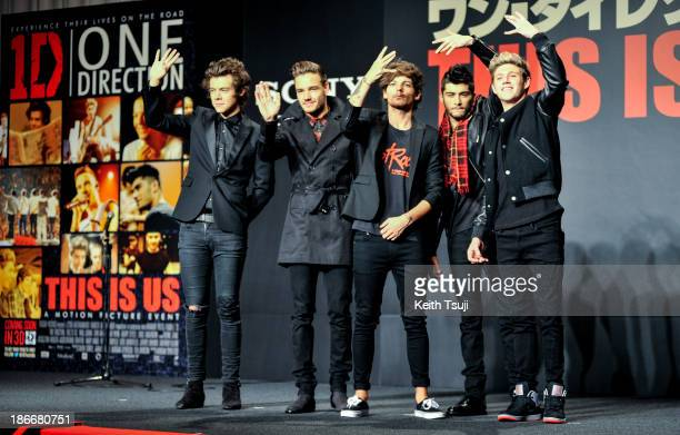Harry Styles Liam Payne Louis Tomlinson Zayn Malik and Niall Horan of One Direction meet Japanese fans to promote The 1Derland THIS IS US on November...