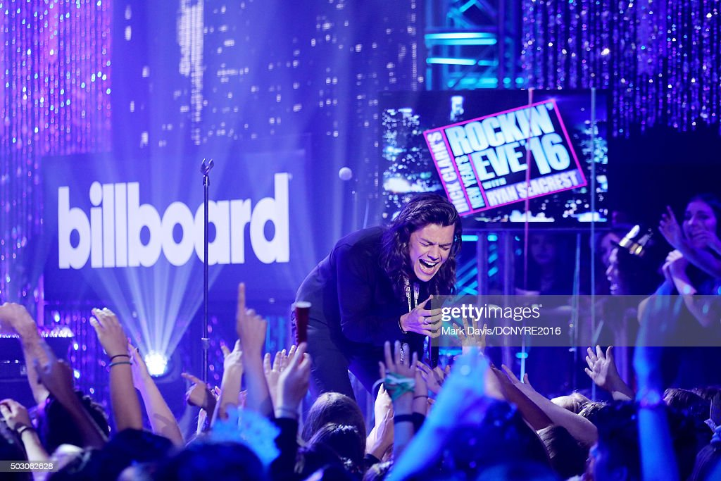 Harry Styles of One Direction performs onstage at Dick Clark's New Year's Rockin' Eve with Ryan Seacrest 2016 on December 31, 2015 in Los Angeles, CA.