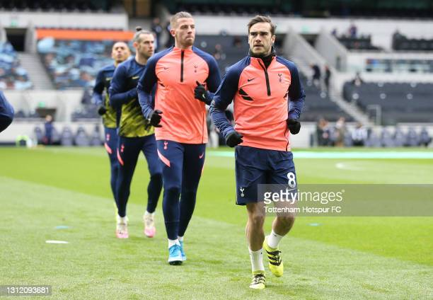 Harry Winks and Toby Alderweireld of Tottenham Hotspur warm up during the Premier League match between Tottenham Hotspur and Manchester United at...