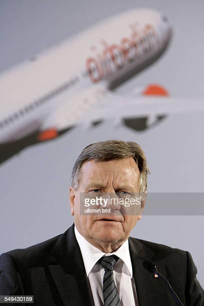 Hartmut Mehdorn Vorstandsvorsitzender der Air Berlin PLC und Co Luftverkehrs KG auf der Bilanzpressekonferenz