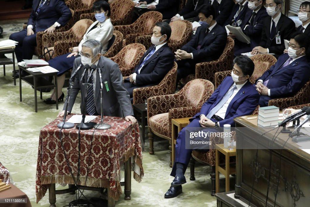 Prime Minister Shinzo Abe Speaks In Parliament : ニュース写真