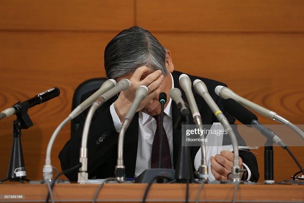 Japan Adopts Negative-Rate Strategy to Aid Weakening Economy : News Photo