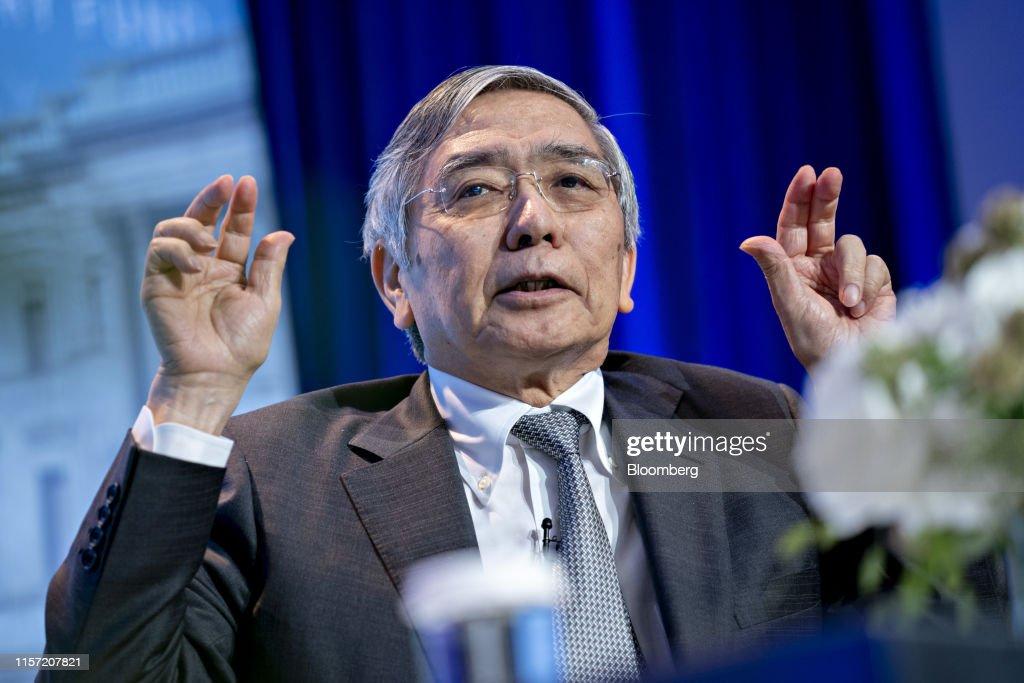 Bank Of Japan Governor Haruhiko Kuroda Speaks At IMF Lecture Series : ニュース写真
