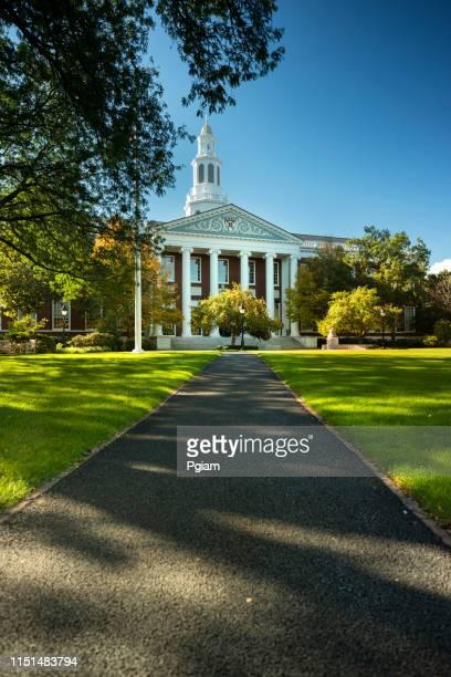 ハーバード・ビジネス・スクール (マサチューセッツ州ボストン) - アイビーリーグ ストックフォトと画像