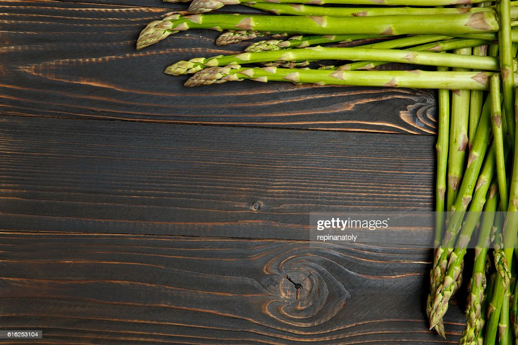 harvested asparagus on wooden : Foto de stock
