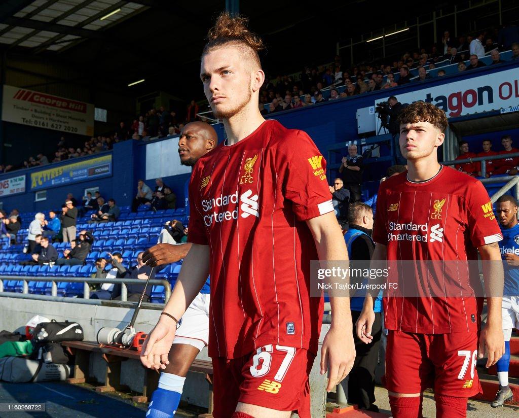 Oldham Athletic v Liverpool U21: Checkatrade Trophy : Nachrichtenfoto