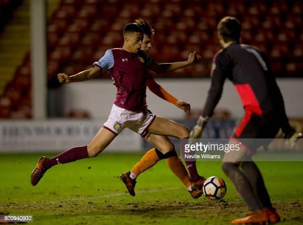 Harvey Knibbs of Aston Villa scores for Aston Villa during the Premier League 2 match between Aston Villa and Wolverhampton Wanderers at Banks'...