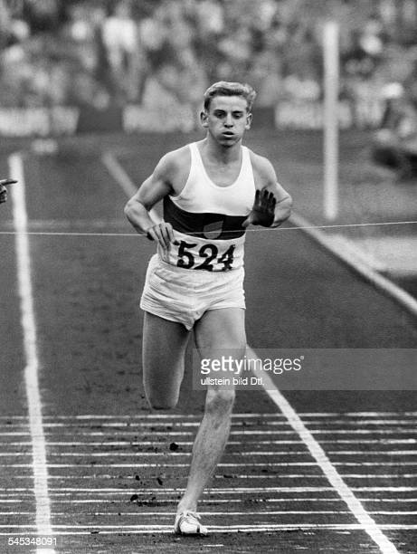 Hary, Armin *-Sportler, Leichtathletik, Sprint, DOlympiasieger 1960Weltrekord 100 Meter 1960- beim Zieleinlauf- 1958