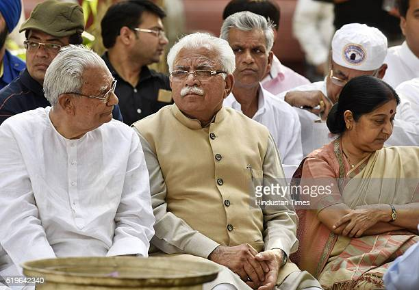 Haryana CM Manohar Lal Khattar with Sushma Swaraj External Affairs Minister and others during the funeral of Kamla Advani wife of senior BJP leader...