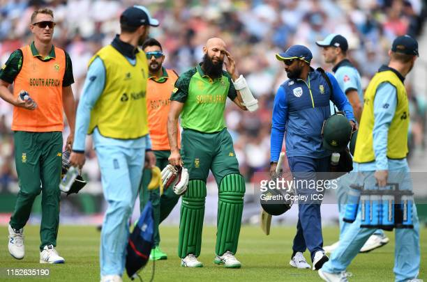 Hashim Amla of South Africa leaves the field after retiring injured due to a delivery from Jofra Archer of England during the Group Stage match of...