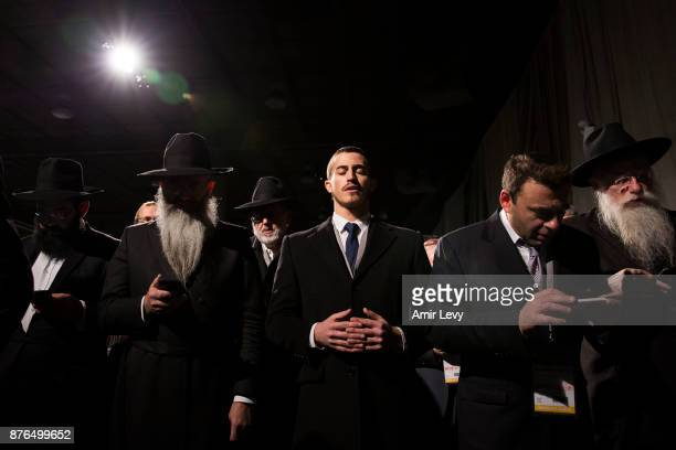 Hasidic ChabadLubavitch rabbis pray before entering the ChabadLubavitch annual dinner on November 19 2017 in Bayonne New Jersey More than 5000...