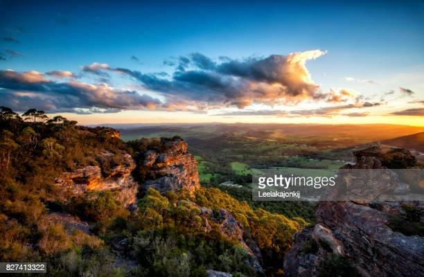 hassan walls lookout in blue mountains national park - katoomba stock pictures, royalty-free photos & images