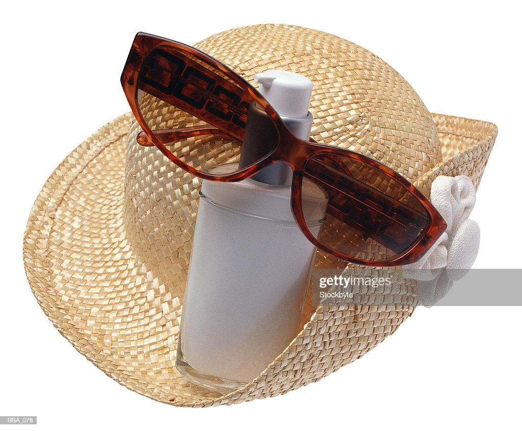 Hat, sunglasses and bottle of suntan lotion : Stock Photo