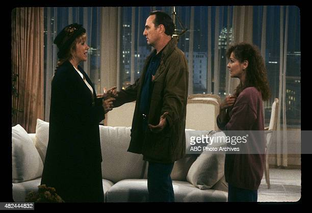 "Hate Barbara"" - Airdate: November 23, 1991. L-R: LEE GARLINGTON;CRAIG T. NELSON;SHELLEY FABARES"