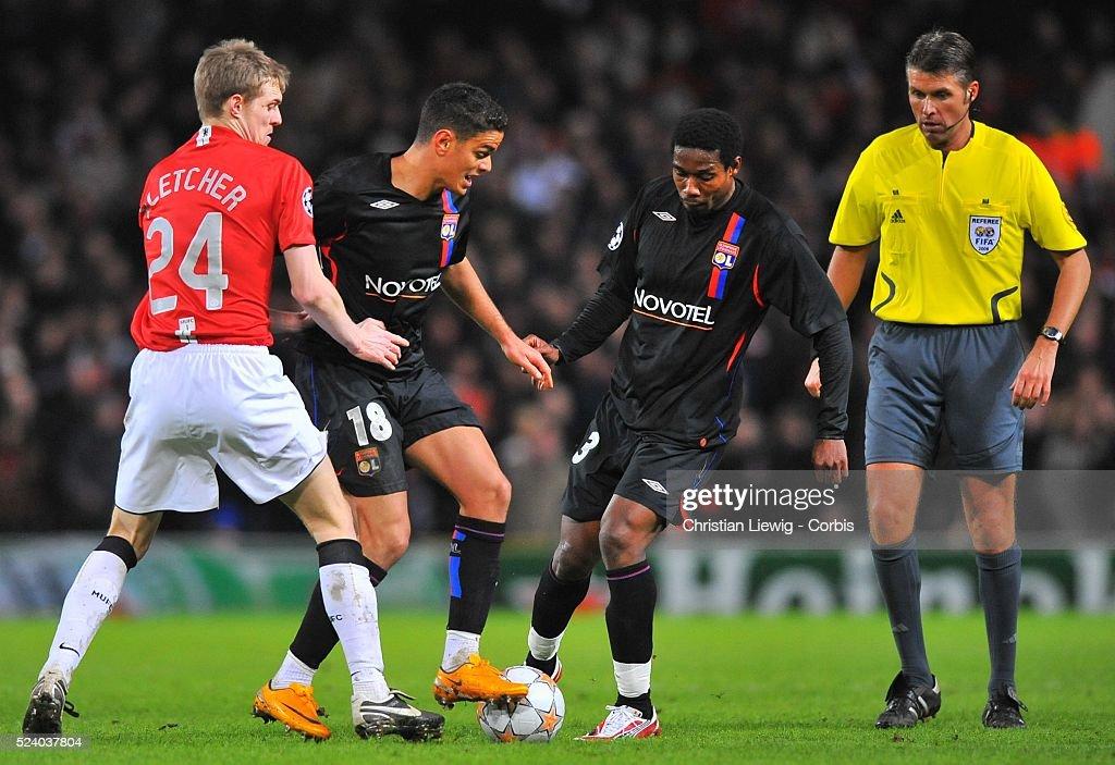 Soccer - UEFA Champions League - Manchester United vs. Olympique Lyonnais : News Photo