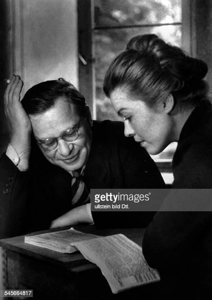 Hatheyer Heidemarie Schauspielerin Austria*19181990 with Regisseur Stroux 1952 Photographer Willott Charlotte Berlin