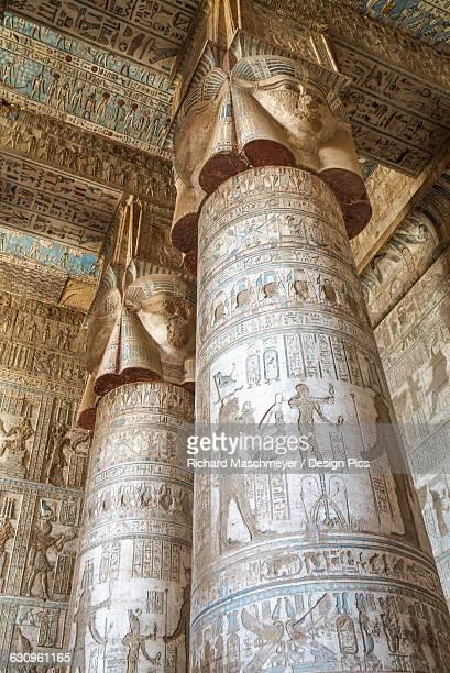 hathor-headed columns, hypostyle hall, temple of hathor - wahrzeichen stock-fotos und bilder