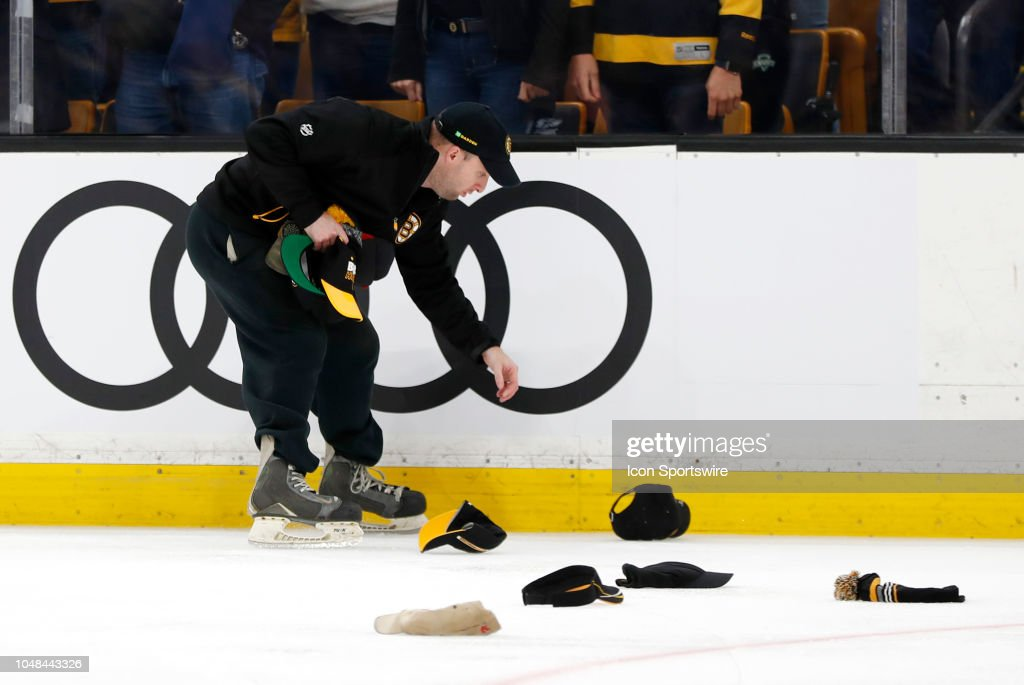 NHL: OCT 08 Senators at Bruins : News Photo