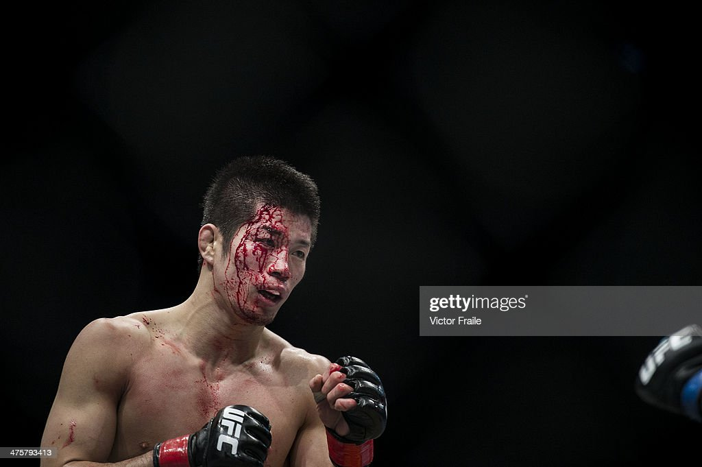 Hatsu Hioki of Japan fights againts Ivan Menjivar of Canada in their
