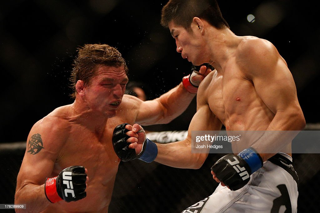 Hatsu Hioki punches Darren Elkins in their featherweight fight