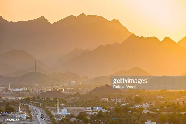 hatta village & hajar mountains at sunset. - ras al khaimah stock pictures, royalty-free photos & images