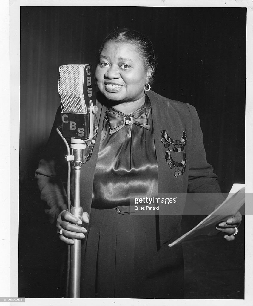 Hattie McDaniel, at the microphone, USA, 1947.