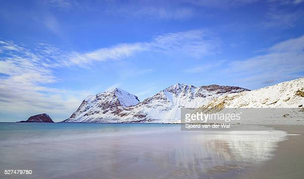"haukland beach in the lofoten archipel in norway in winter - ""sjoerd van der wal"" or ""sjo"" fotografías e imágenes de stock"