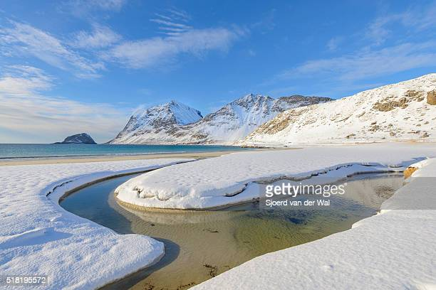 "haukland beach in the lofoten in winter - ""sjoerd van der wal"" photos et images de collection"