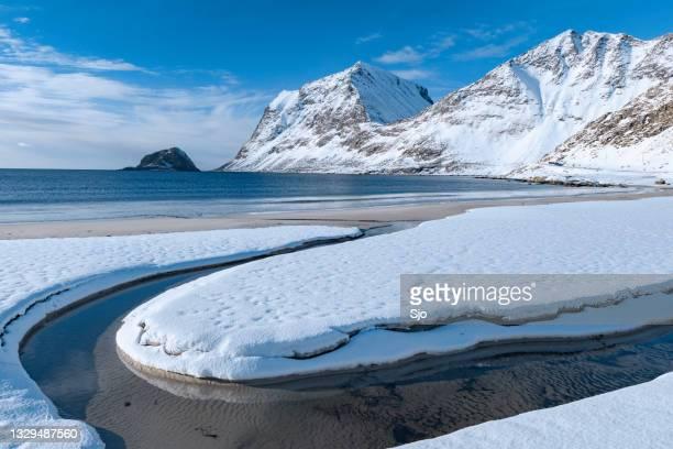 "haukland beach near the town of lekness in the lofoten archipel in norldland, norway - ""sjoerd van der wal"" or ""sjo""nature stockfoto's en -beelden"