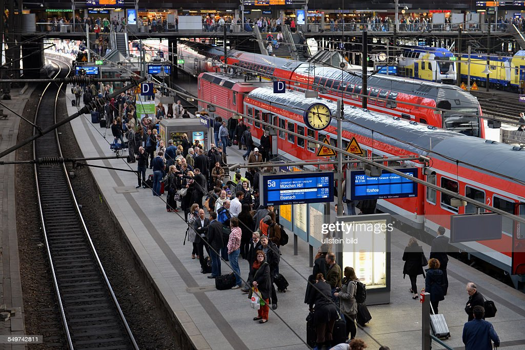 Hauptbahnhof Hamburg : News Photo