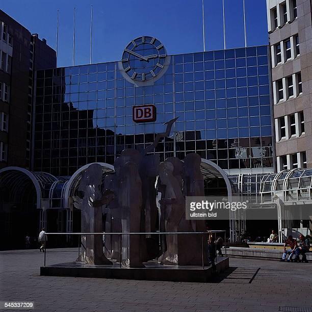 Hauptbahnof BerthavonSuttnerPlatz 1995